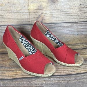 TOMS red canvas wedges